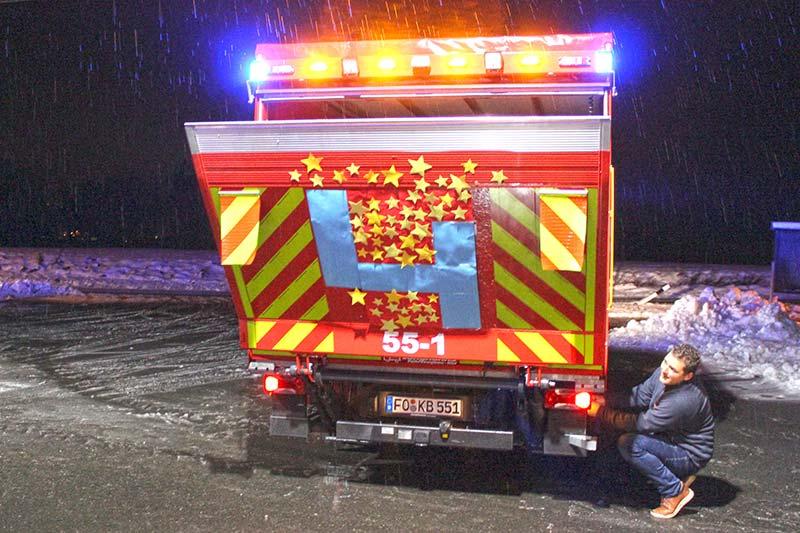 Christbaumkugeln Feuerwehr.Logistikfahrzeug War Adventstürchen Feuerwehr Kirchehrenbach